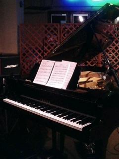 ラフアンドスティングのピアノ