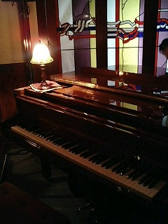 池袋ホットペッパーのグランドピアノ